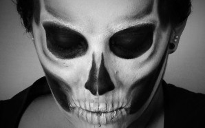 VIDEO: Classic Skull Makeup