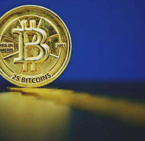 Bitcoin (virtual currency) coins are seen in an illustration picture taken at La Maison du Bitcoin in Paris, France, May 27, 2015. REUTERS/BENOIT TESSIER